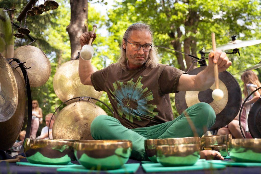 Vibrační lázeň relaxace v hamocích